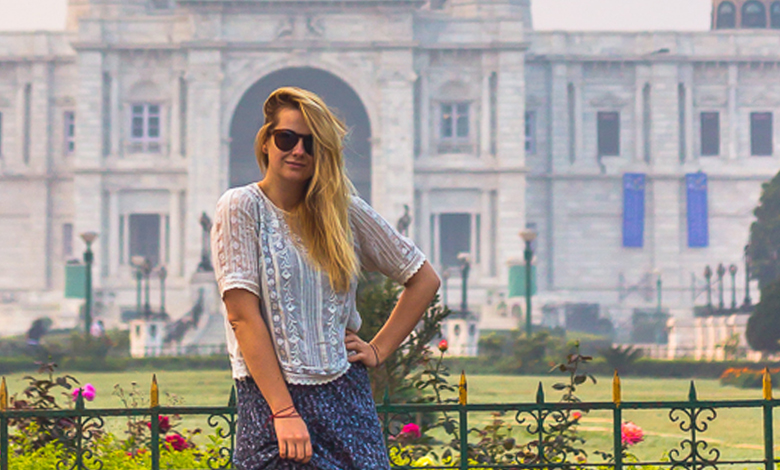 Travelblog_india_calcutta_marblepalace_outfit_appropriate_dressing_cropped