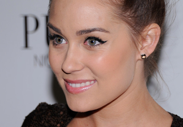 Learn to draw the perfect cat-eye by Lauren Conrad