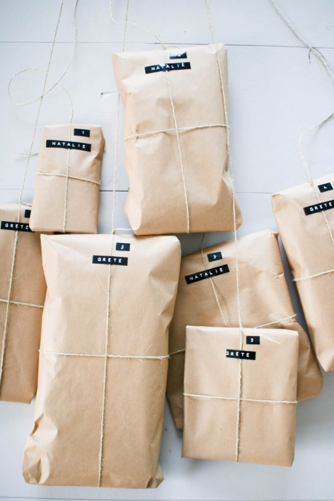 simple_name_gift_wrapping_DIY