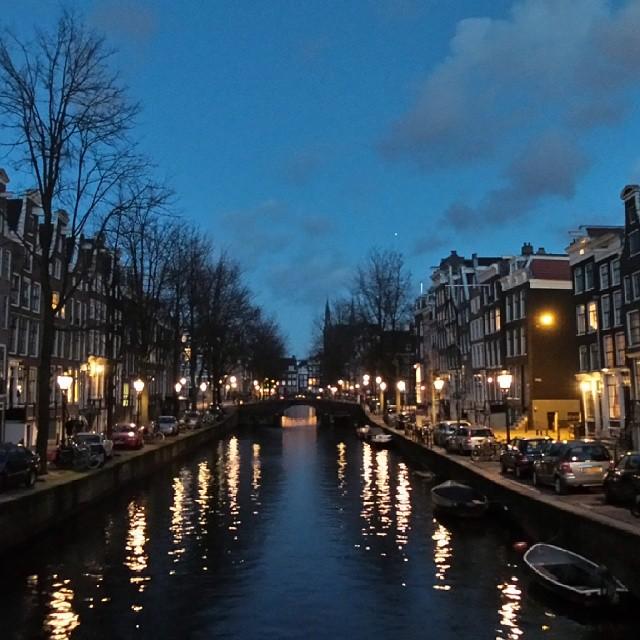 Amsterdam_hotspot_travelblogger_rooftopantics_grachten