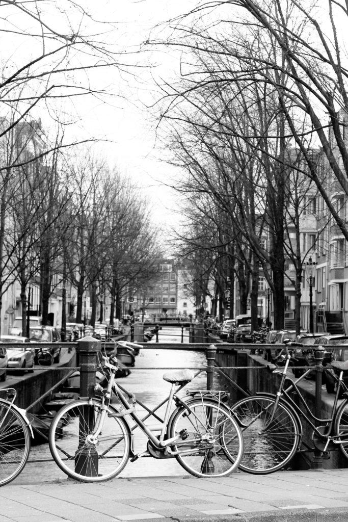 Amsterdam_hotspot_travelblogger_rooftopantics_grachten1