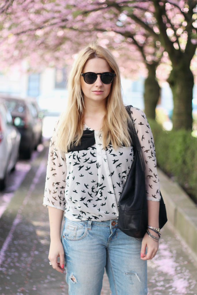 spring_outfit_blossoms_ripped_denim24