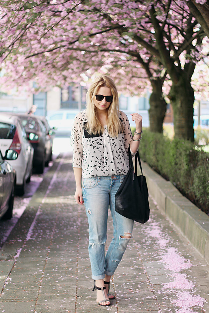 spring_outfit_blossoms_ripped_denim26