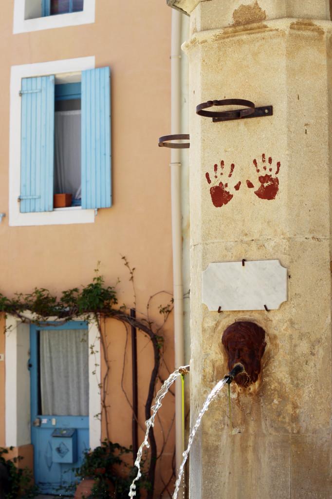 Wine_Rhone_valley_travel_blog_Avignon37