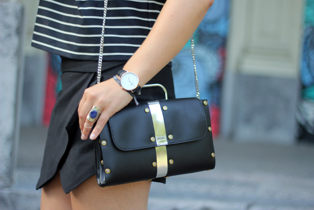 Monochrome_outfit_Crop_top_Antwerp_blogger_barely_there_sandals_Bullet_bag_cluse_watch1