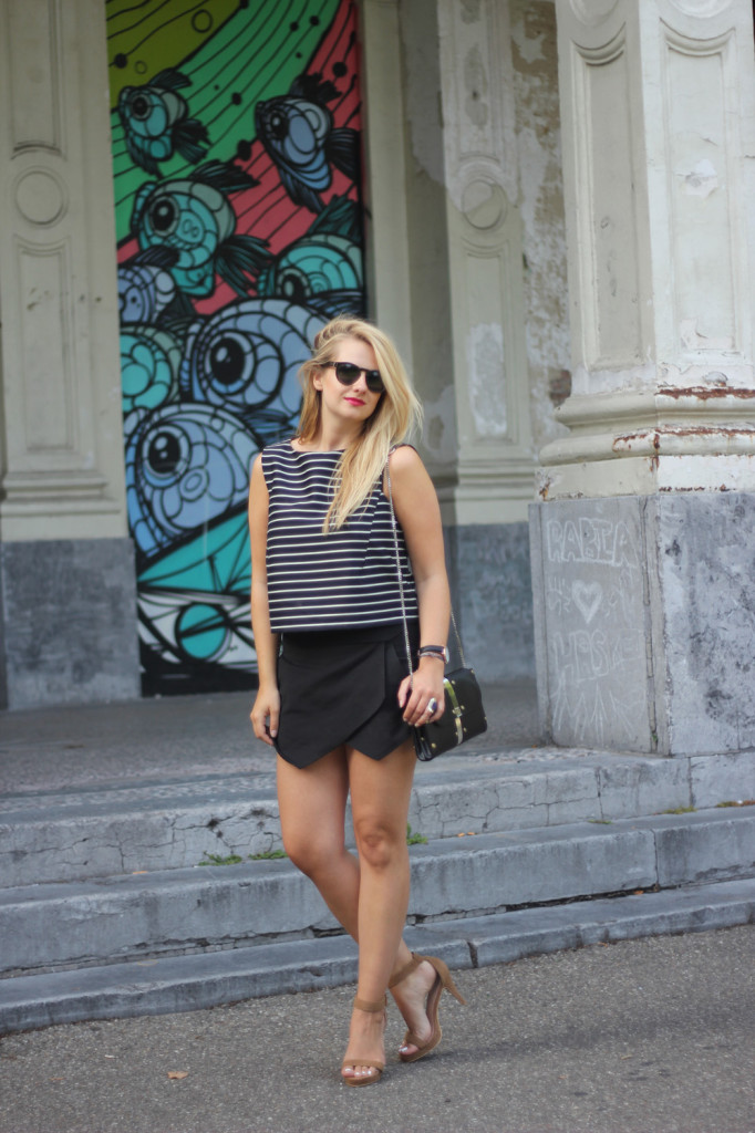 Monochrome_outfit_Crop_top_Antwerp_blogger_barely_there_sandals_Bullet_bag_cluse_watch13