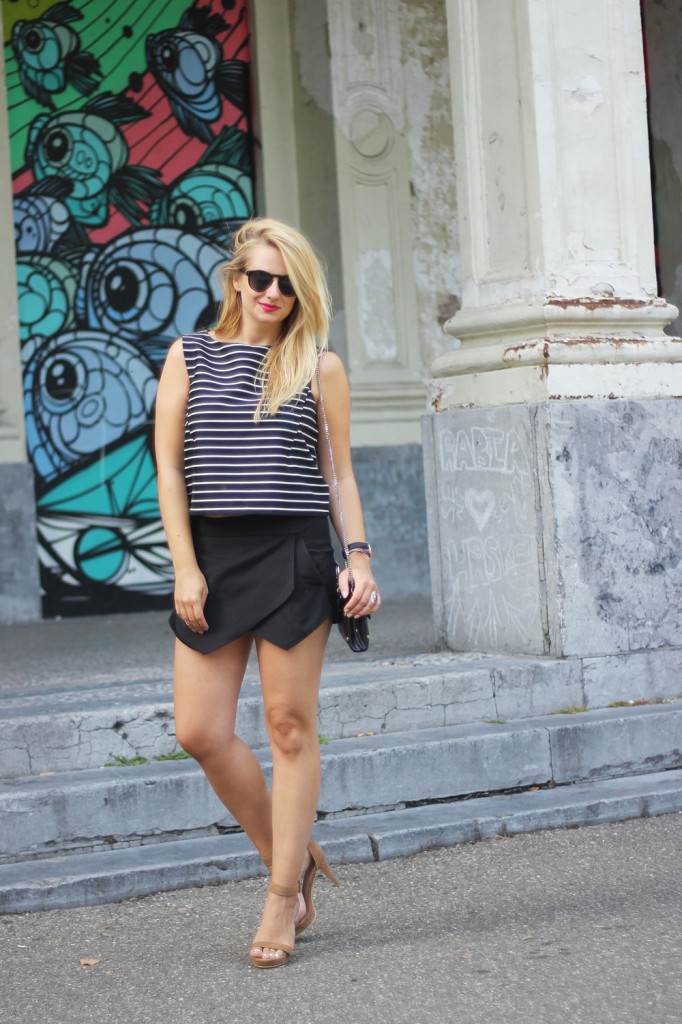 Monochrome_outfit_Crop_top_Antwerp_blogger_barely_there_sandals_Bullet_bag_cluse_watch8