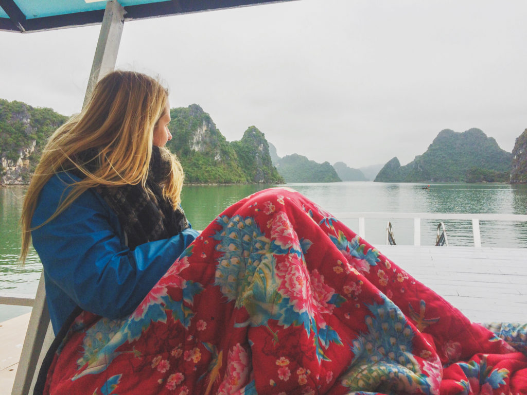 solotravel_travel_female_vietnam_indonesia_Borneo_halong_bay