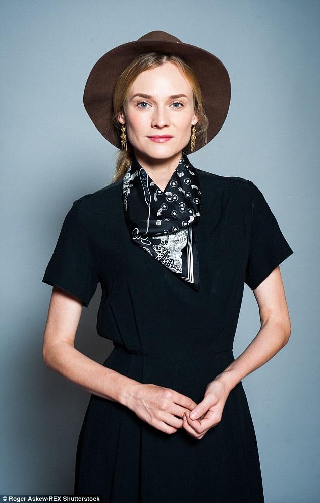 Ways_wear_bandana_travel_rooftopantics_Diane_kruger