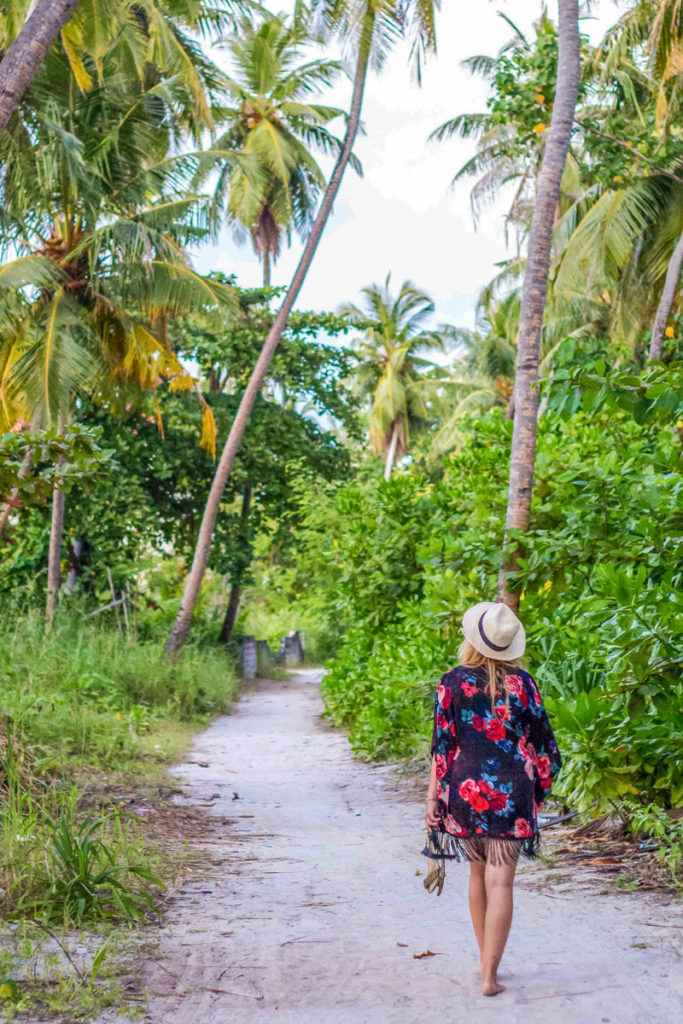 pack_a_hat_for_travel_australia_asia_maldives_rooftopantics-5-of-13