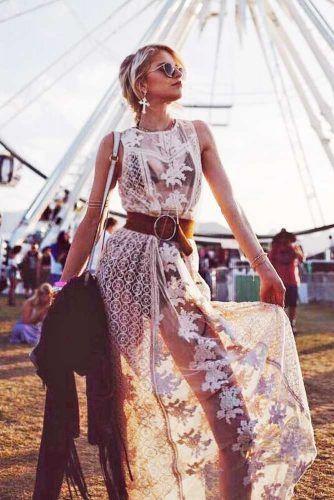 Pack_Light_for_Festival_2019_travelblog_neon_bumbag_plaid_festival_trends_coachella_seethroughdress_slipdress