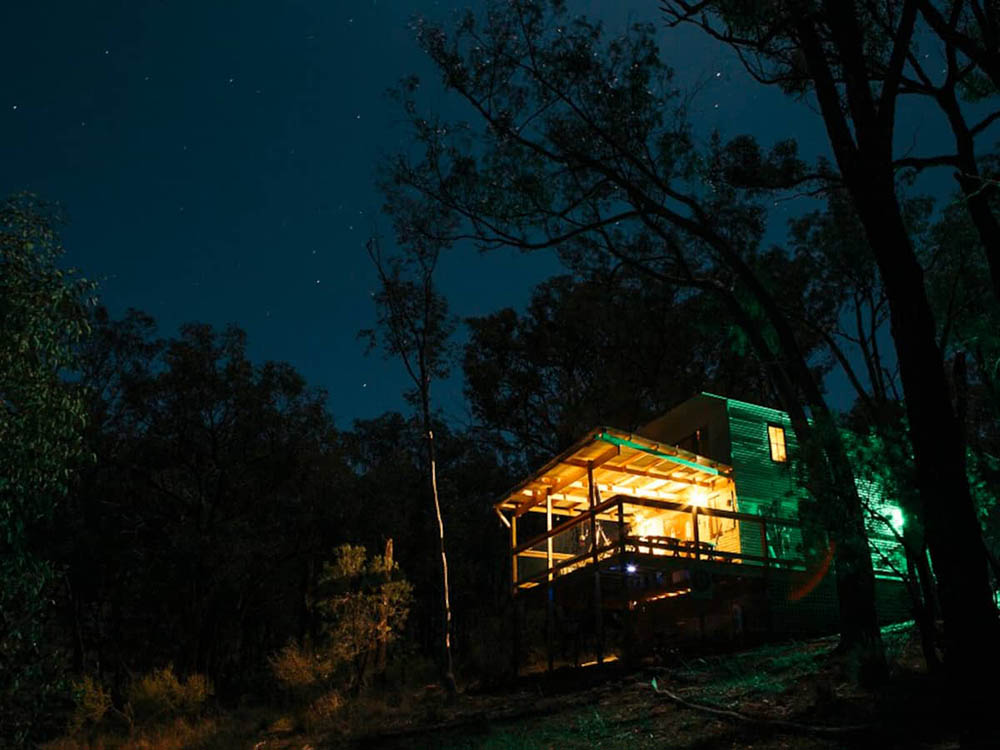 This gorgeous treehouse cabin is located in Wollemi National Park next to blue mountains NSW