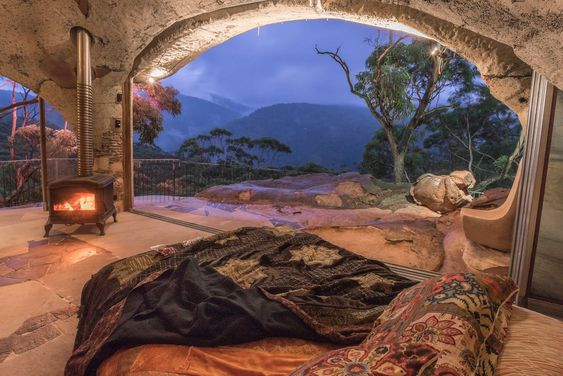 Cave Accommodation in the Blue Mountains NSW