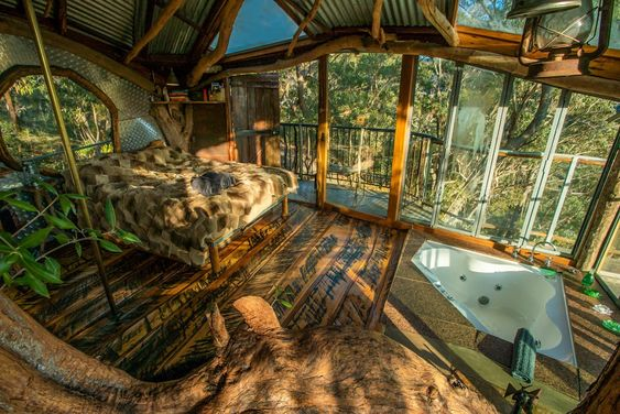 blue mountains treehouse accommodation NSW with hot tub in the room
